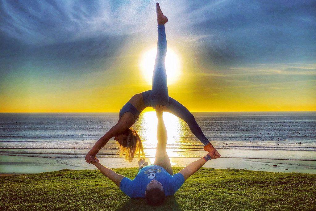 acro yoganın faydaları